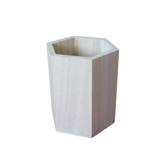 sechseckiger Stiftehalter aus Holz